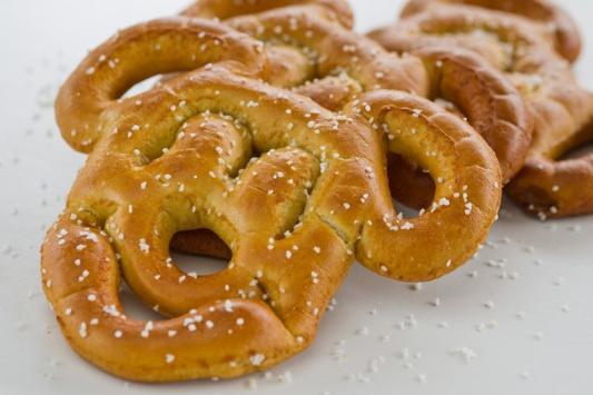 mickey-pretzel.jpg